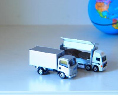 二つのトラック模型